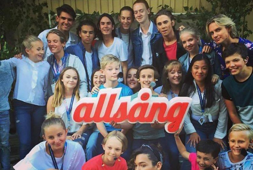 BASE23s elever & Billy killarna på Allsång på Skansen